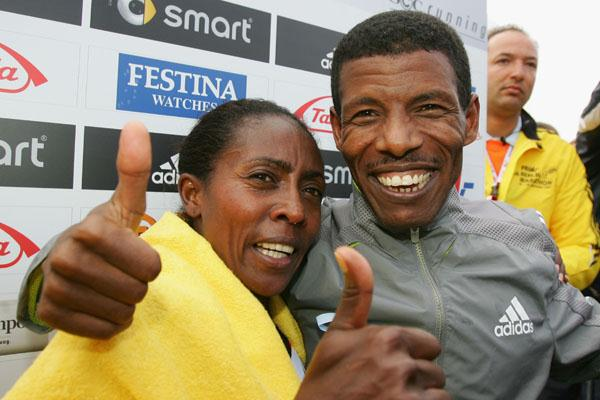 Gete Wami and Haile Gebrselassie celebrate in Berlin (Bongarts)