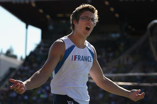 Axel Chapelle celebrates his pole vault win at the IAAF World Junior Championships, Oregon 2014 (Getty Images)
