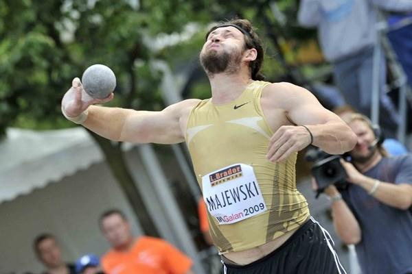 Tomasz Majewski unleashes his 21.95m heave in Stockholm (Hasse Sjögren)