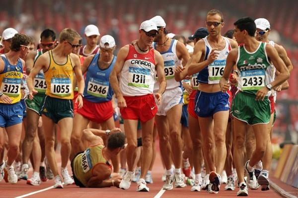 André Höhne of Germany falls during the early stages of the men's 50km walk (Getty Images)