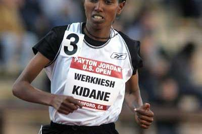 Werknesh Kidane of Ethiopia set a US All-comers record of 30:19.38 (Victah Sailer)