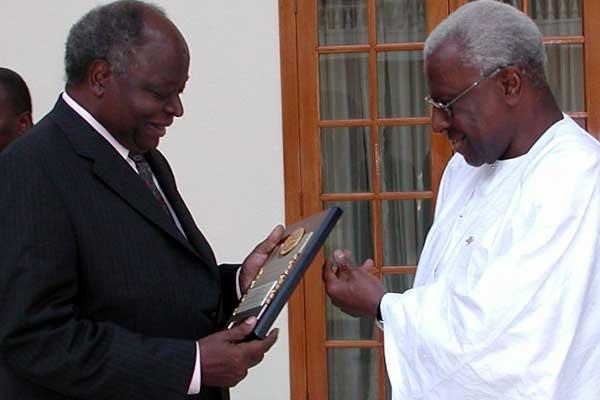 l to r: President Mwai Kibaki of Kenya receives plaque from Lamine Diack in Nairobi (c)