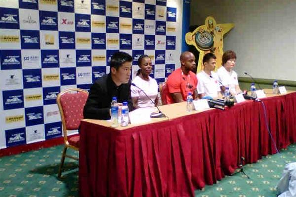 Shanghai press conference - 13 May - (l to r) moderator, Jamaica's Veronica Campbell-Brown and Asafa Powell, and China's Yi Lao and Li Yanfeng (IAAF.org)