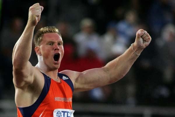 Rutger Smith of the Netherlands celebrates putting 21.29m in the men's Shot Put final (Getty Images)
