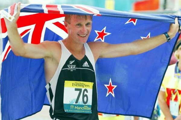 Craig Barrett (NZL) celebrates his Commonwealth 20km silver medal (Getty Images)