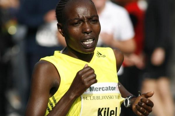 200m to go: Caroline Cheptanui Kilel en route to a big PB 2:25:24 in Ljubljana (Bob Ramsak)