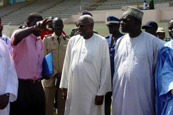 IAAF President Lamine Diack (centre) is shown the stadium renovation works (Ba)