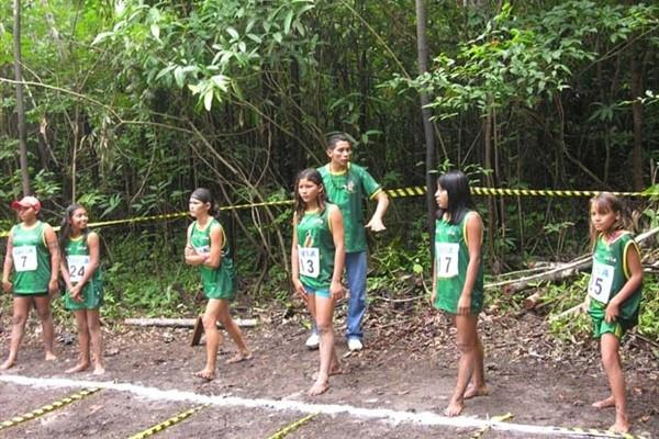 Start of women's 50m in the Amazonian jungle (Nick Davies)