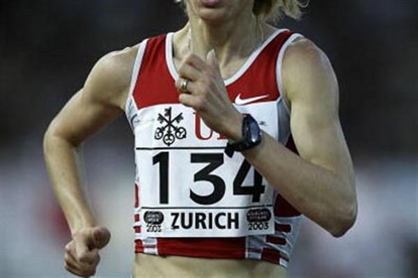 Gabriela Szabo of Romania wins the 3000m in Zurich Golden League meet (Getty Images)