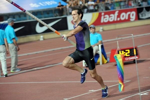 Renaud Lavillenie topped 5.85m to win in Lausanne (Deca Text&Bild)