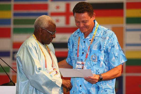 Albert Miller receives an IAAF Veterans Pin at the 49th IAAF Congress in Moscow (IAAF)