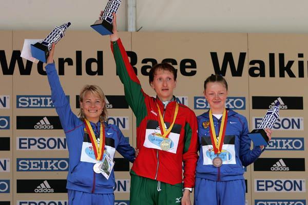 The women's 20 km podium in La Coruña - Olimpiada Ivanova (RUS), Ryta Turava (BLR) and Irina Petrova (RUS) (Getty Images)
