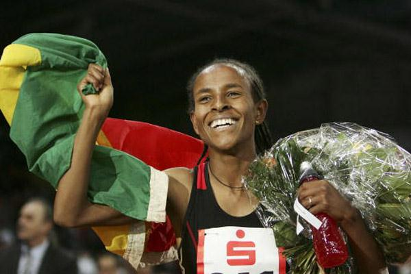 Meseret Defar celebrates her 3000m World indoor record in Stuttgart in 2007 (Bongarts)