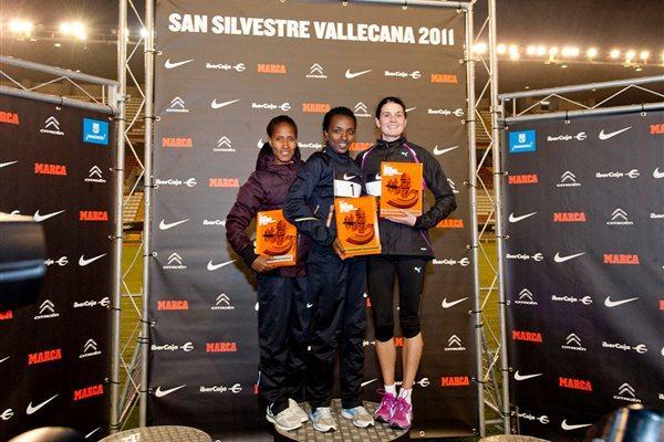Women's Madrid 10K podium: winner Tirunesh Dibaba (centre), runner-up Gelete Burka (left), and Susan Partridge (right), who was third (San Silvestre Vallecana organisers)