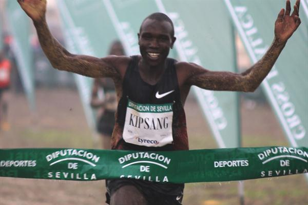 Geoffrey Kipsang reigns in the Seville rain (Alfambra Fundacion ANOC)