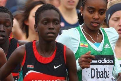 Genzebe Dibaba (r) along side Kenyan Irine Chepet Cheptai, the eventual silver medallist - women's junior race - Edinburgh 2008 (Getty Images)
