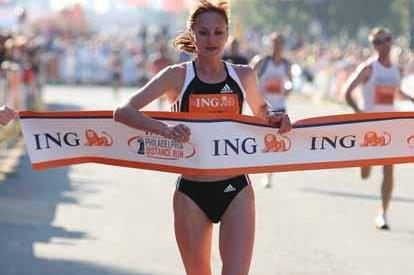 Lilya Shobukhova wins the women's race at the Philadelphia Distance Run (Victah Sailer)