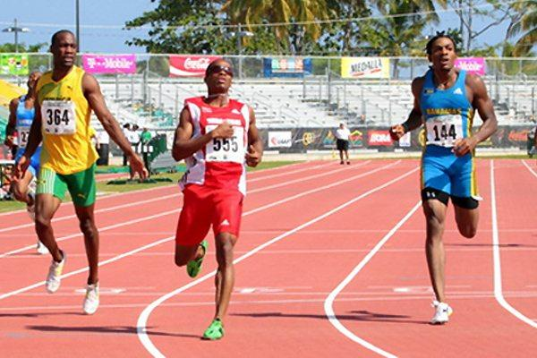 Renny Quow (centre) in the heats of the 400m at the 23rd Central American and Caribbean Championships in Mayaguez (Fernando Neris )