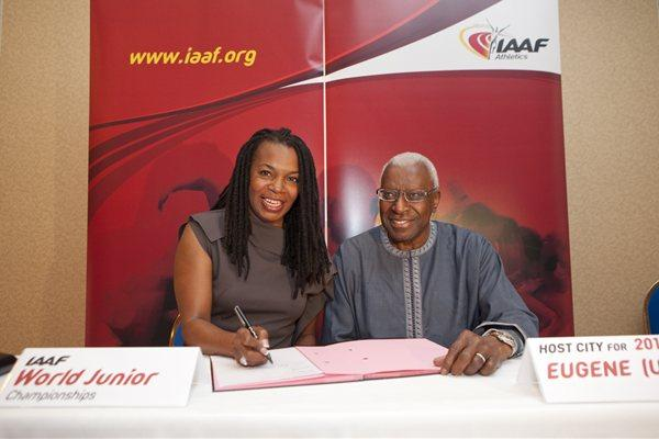 USA Track & Field President Stephanie Hightower with IAAF President Lamine Diack at the signing ceremony for the 2014 World Junior Championships to be hosted by Eugene, USA (Philippe Fitte)