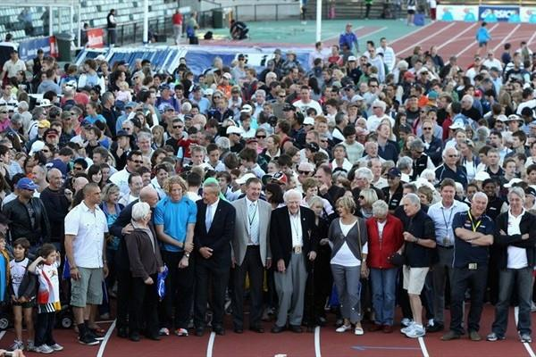 Past and current champions along with spectators and dignitaries take part in the 'Last Lap of the Park' in Melbourne (Getty Images)