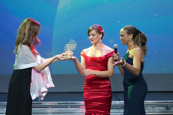 Yelena Isinbayeva receives the Lifetime Achievement Award at the 2013 IAF World Athletics Gala (IAAF)