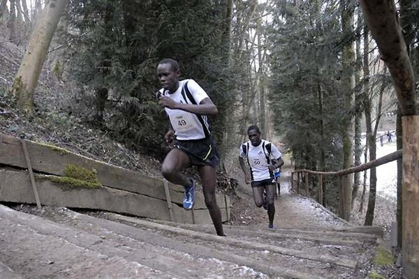 Wilson Kiprop (front) and Titus Masai running in the 2009 Eurocross (Rosch Kohl)