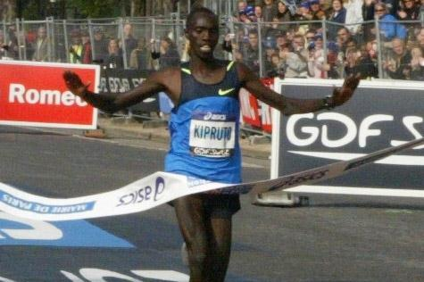 Vincent Kipruto wins the Paris Marathon with a course record 2:05:47 (organisers)