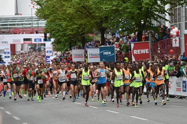 The race gets under way at the Hamburg Marathon (Getty Images)