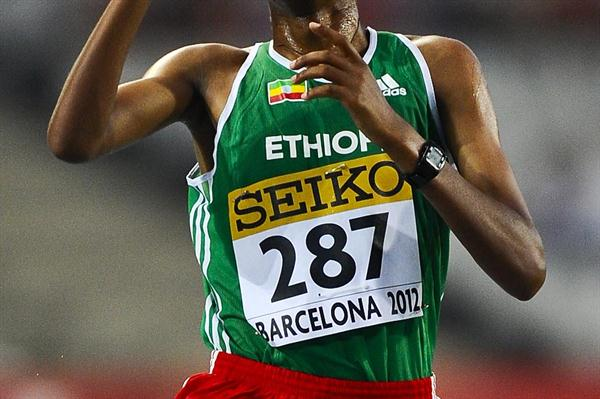Yigrem Demelash of Ethiopia celebrates winning the men's 10,000m at the World Juniors in Barcelona (Getty Images)