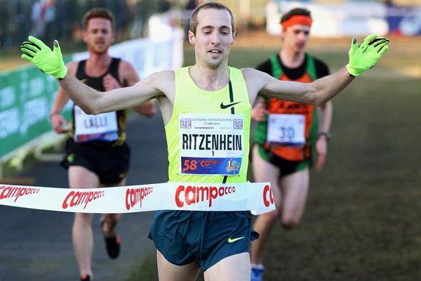 Dathan Ritzenhein wins the men's race at Campaccio (Giancarlo Colombo)