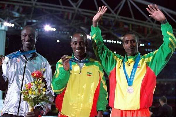 Eric Wainaina of Kenya (left) with his Sydney Olympic silver (Getty Images)