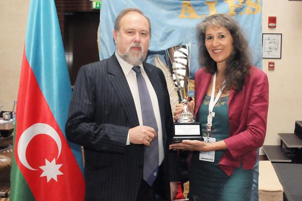 IAAF Deputy Director of Communications Anna Legnani accepts the AIPS Best Press Facilities Award from AIPS Executive Committee Member Deszö Dobor on behalf of the IAAF World Championships Moscow 2013 (AIPS)