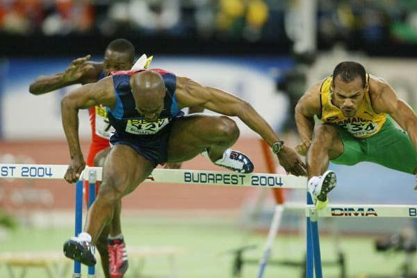 Allen Johnson (USA) wins the 60m Hurdles World title (Getty Images)