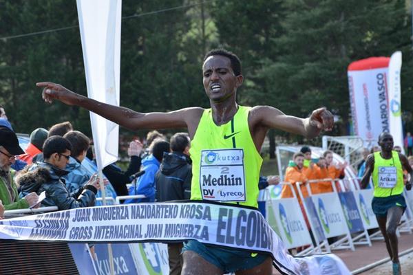 Teklemariam Medhin wins at the 2015 Cross Internacional Juan Muguerza in Elgoibar (Foto ANOC)