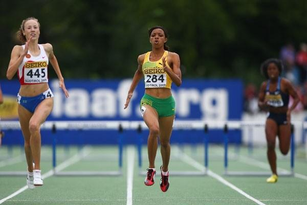 Vera Rudakova of Russia and Danielle Dowie of Jamaica in action (Getty Images)