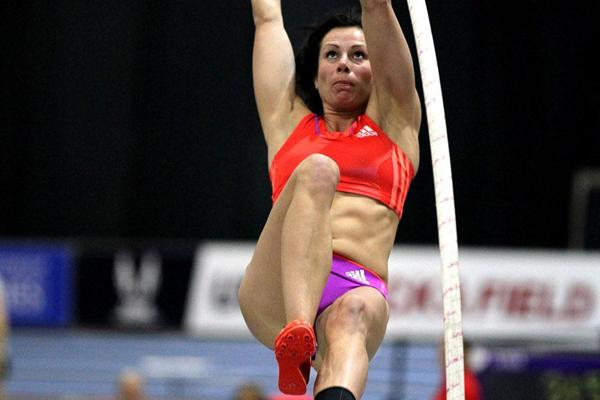 Jenn Suhr en route to her 4.88m clearance in Boston (Victah Sailer)