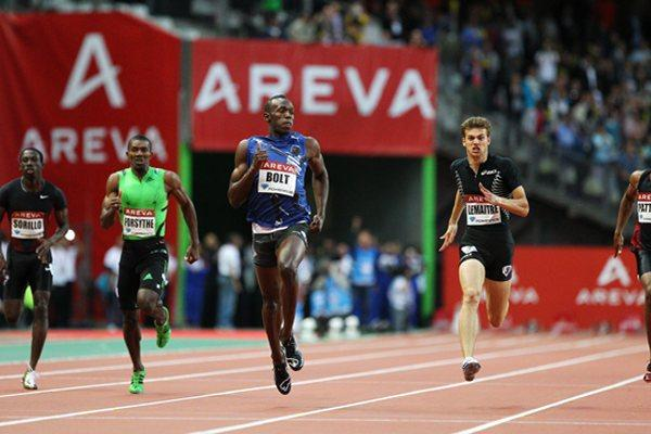 Usain Bolt romps home in the 200m in Paris at the 2011 Meeting Areva - Samsung Diamond League (Errol Anderson)