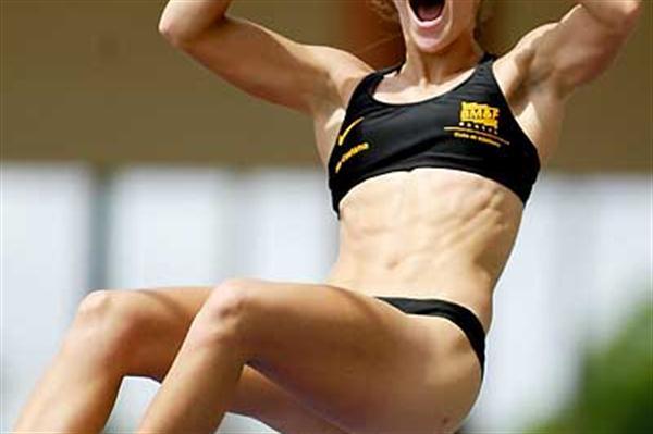 Brazilian Fabiana de Almeida Murer descends in triumph in Belem (Wander Roberto Oliveira/CBAt)