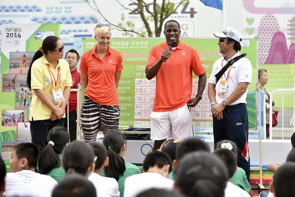 Athlete role models Kajsa Bergqvist and Dwight Phillips at the Kids' Athletics event at the Youth Olympic Games (Getty Images)