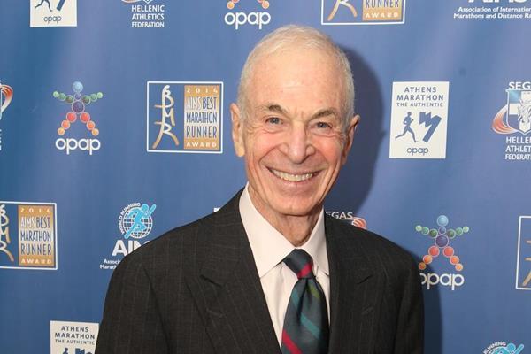George Hirsch with his AIMS Lifetime Achievement Award (AIMS / Francis Kay - Marathon-Photos.com)