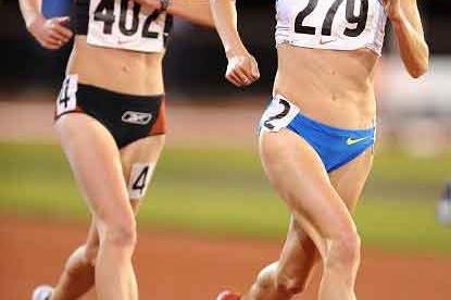 New Zealand's Kim Smith trails Shalane Flanagan in the 10,000m (Kirby Lee)
