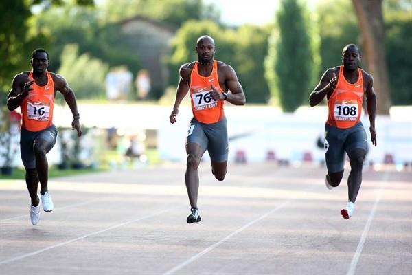 Asafa Powell running into a stiff headwind in Rieti (Giancarlo Colombo)