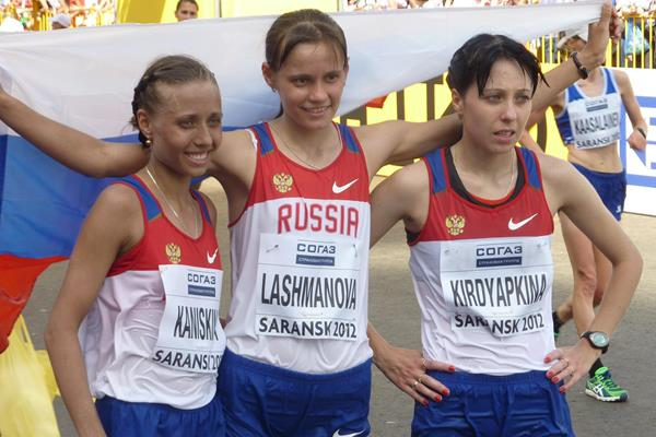 Olga Kaniskina, Elena Lashmanova and Anisya Kirdyapkina celebrate winning team gold in Saransk (IAAF)