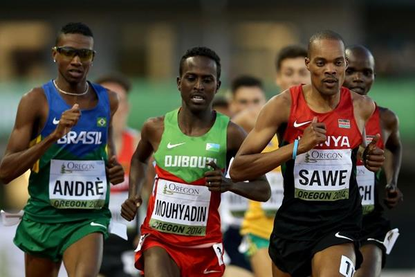 Jonathan Sawe leads the 1500m at the IAAF World Junior Championships, Oregon 2014 (Getty Images)