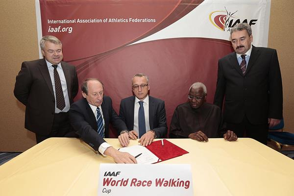 Cheboksary signs the agreement with IAAF President Lamine Diack to host the 2016 and 2018 IAAF World Race Walking Cup (IAAF)