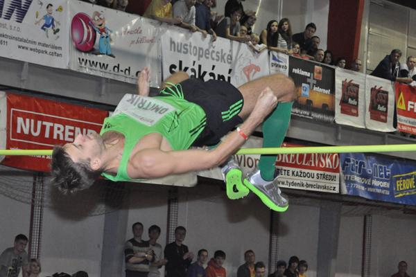 Aleksey Dmitrik tops 2.35m in Hustopece (Marie Trojanova)
