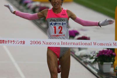 Harumi Hiroyama winning the 2006 Nagoya Women's Marathon (Kazutaka Eguchi/Agence SHOT)