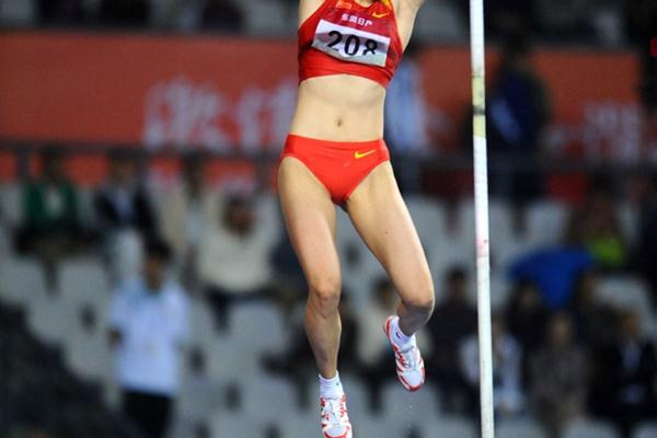 Li Caixia leaps to the Asian title in the Pole Vault (Jiro Mochizuki)