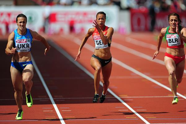 Olesya Povh (left) wins the 100m at the 2013 European Team Championships (Getty Images)