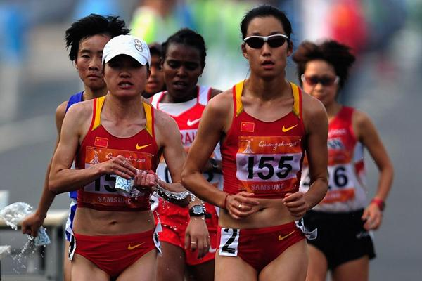 Zhou Chunxiu and Zhu Xiaolin at the 2010 Asian Games in Guangzhou (Getty Images)
